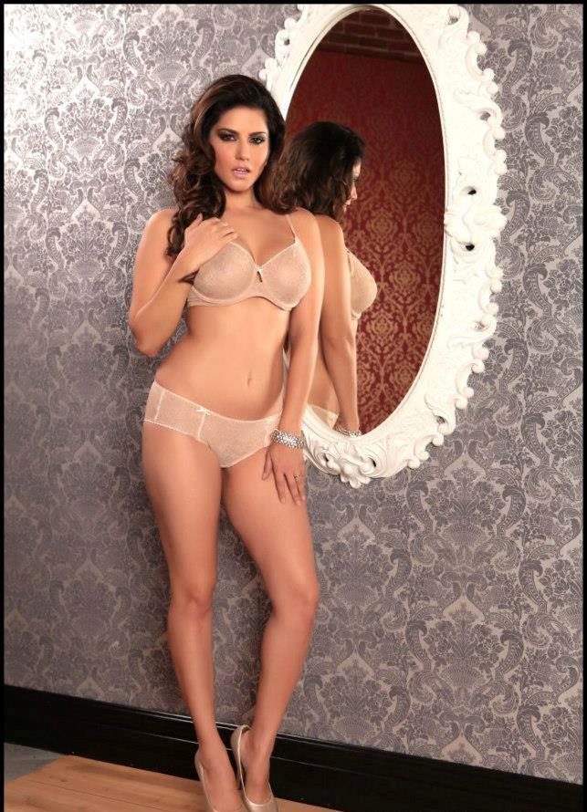 Sunny Leone Hot In Bikini Photos