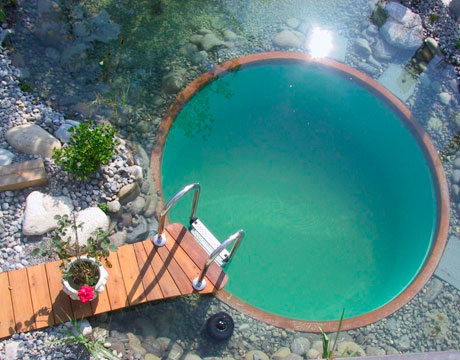 natural-round-pool-with-stone-surround