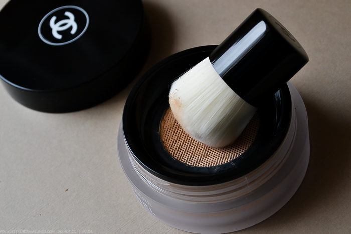Chanel Vitalumiere Loose Powder Mini Kabuki Brush How to Apply Use