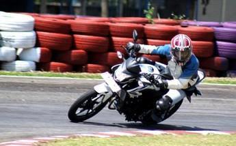 CB150R StreetFire dan Verza 150 Mulai Usik Dominasi Sport Yamaha