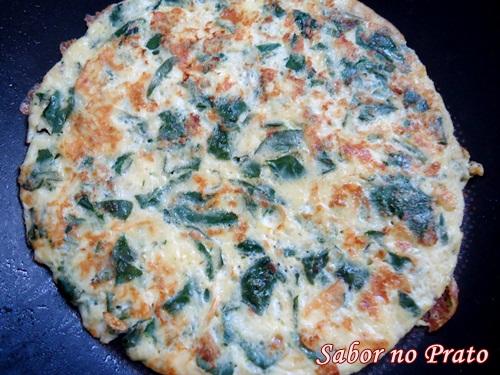 Omelete de Espinafre com Parmesão muito simples e gostoso.