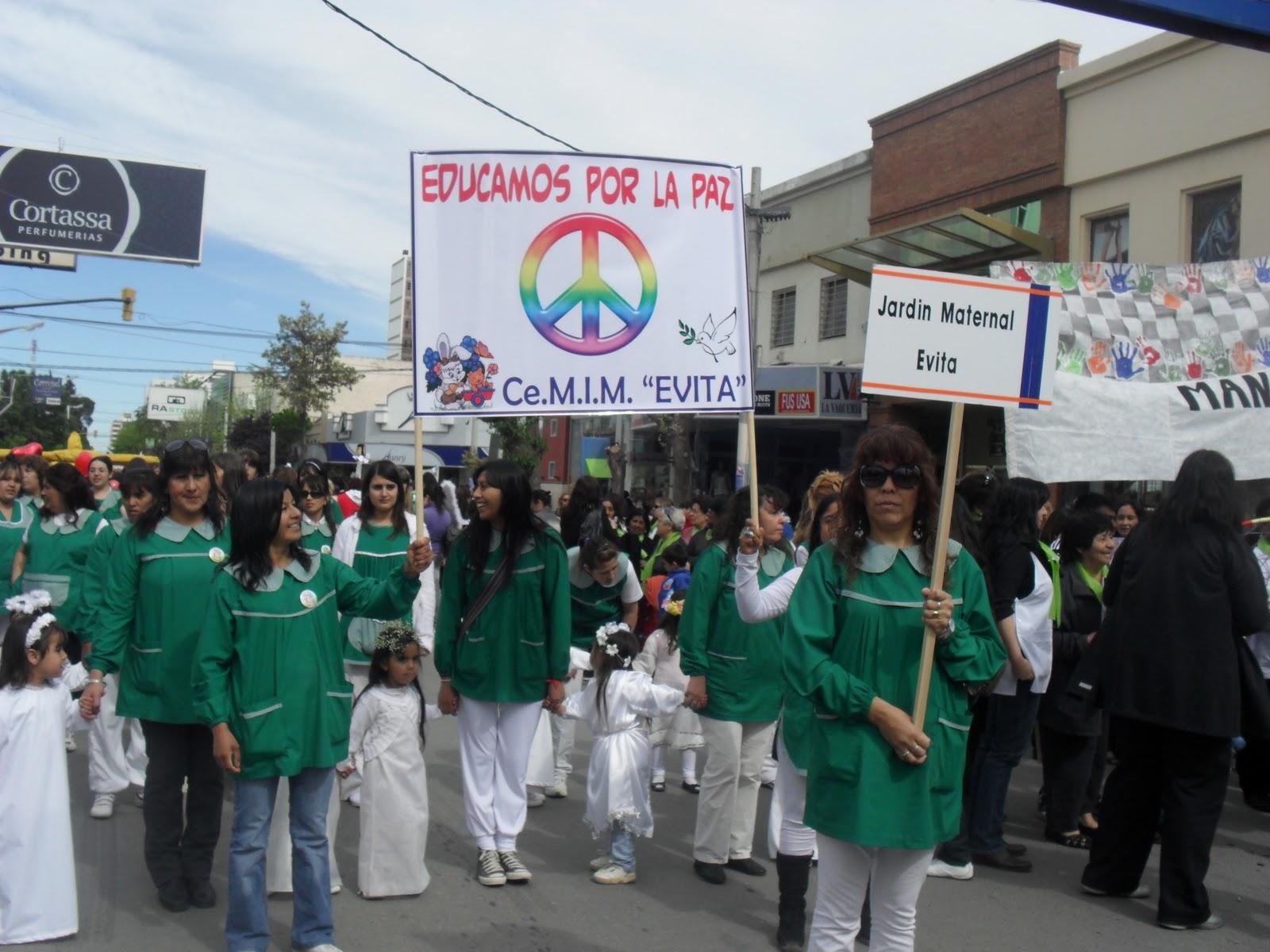 Jard n maternal evita trelew desfile aniversario de la for Jardin 427 trelew