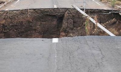 Die Videos, die einen Schulbusfahrer in York County, Pennsylvania, anscheinend seinen Job kostete, Sturmschäden, Video, Lee, USA, Pennsylavania, Sturmflut Hochwasser Überschwemmung, 7. Septmber 2011, York Cuenty, Springfield Township, Route 216, Springfield Valley County Park