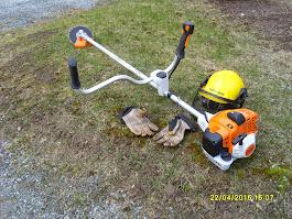 Pihatyöt raivaustyöt pensaiden ja pensasaitojen alasleikkaukset raivaussahalla moottorisahalla