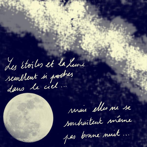 Les étoiles et la lune semblent si proches dans le ciel, mais elles ne se parlent pas