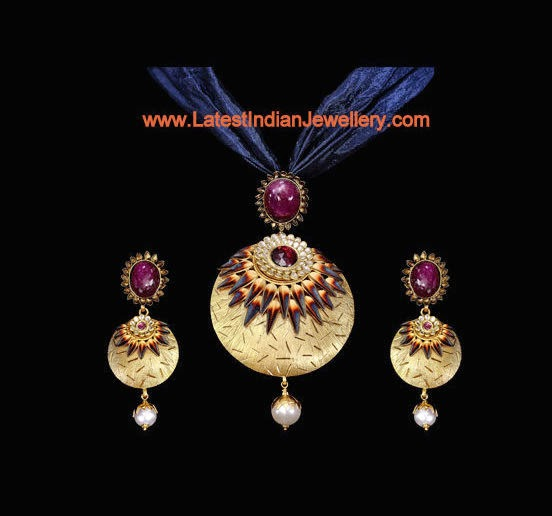 Gold Pendant Set with Cloth Chain