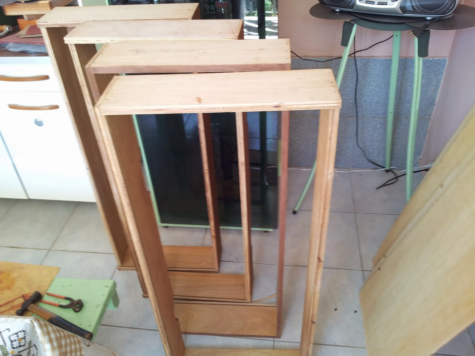 Peguei dois pedaços de madeira quadrada que eu tinha em casa para  #876044 1600x1200