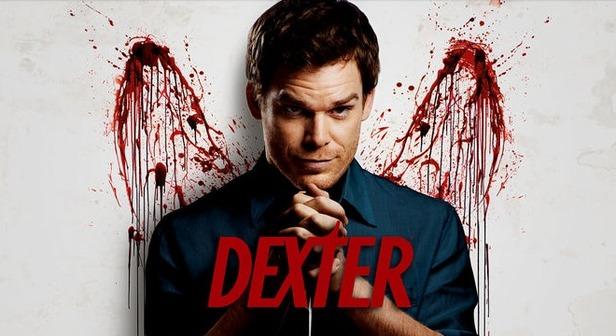 foto portada serie Dexter protagonista con sangre de fondo