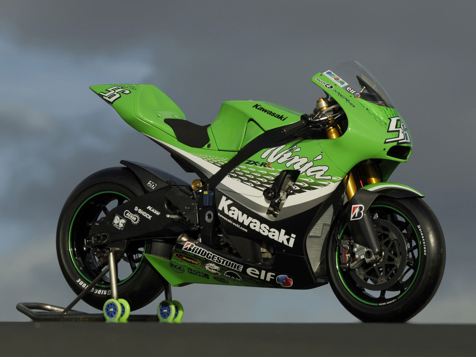 http://2.bp.blogspot.com/-49XD25h3GGI/Tm17cCv539I/AAAAAAAAA00/6vPY-K561hE/s1600/kawasaki_ninja-ZX-RR_2006_motorcycle-desktop-wallpaper_2.jpg