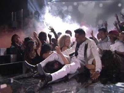 Miguel Performing Adorn During Billboard Music Awards 2013