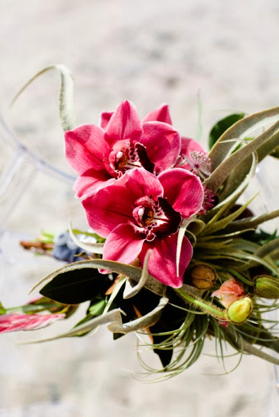 tropiska blommor, tropical flowers, tropisk bukett, tropical bouquet, tropisk brudbukett, tropical wedding bouquet, cymbidium orkideer, cymbidium orchids, bukett cymbidium orkideer, bouquet cymbidium orchids