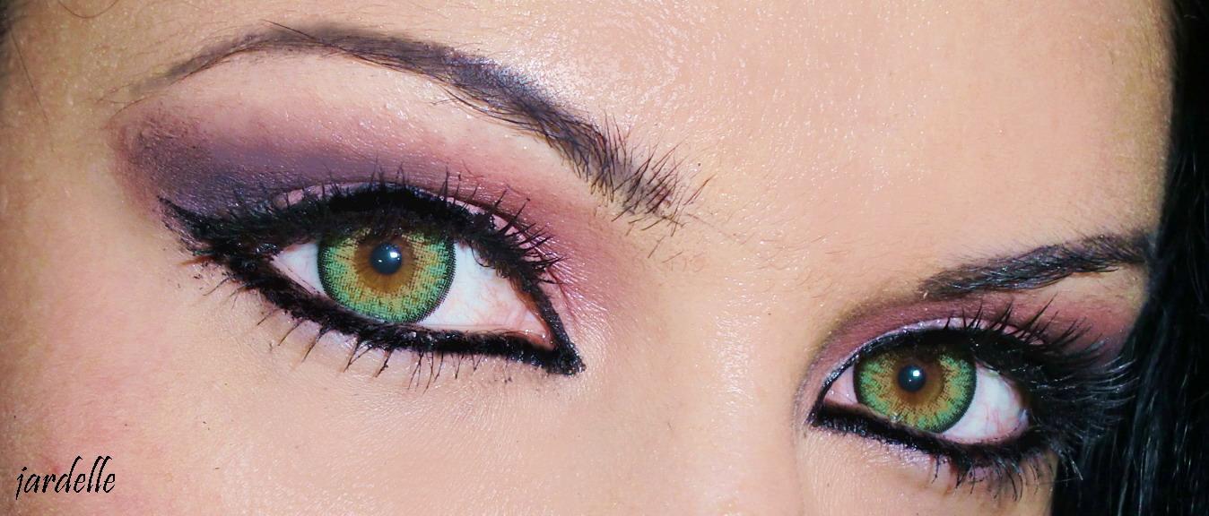 green contact lenses: