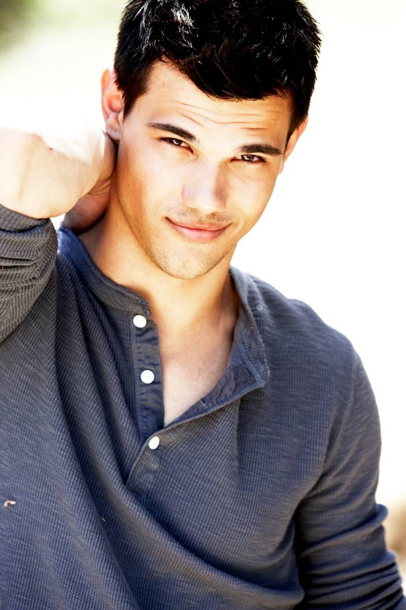 OFFICIAL TAYLOR LAUTNE... Taylor Lautner