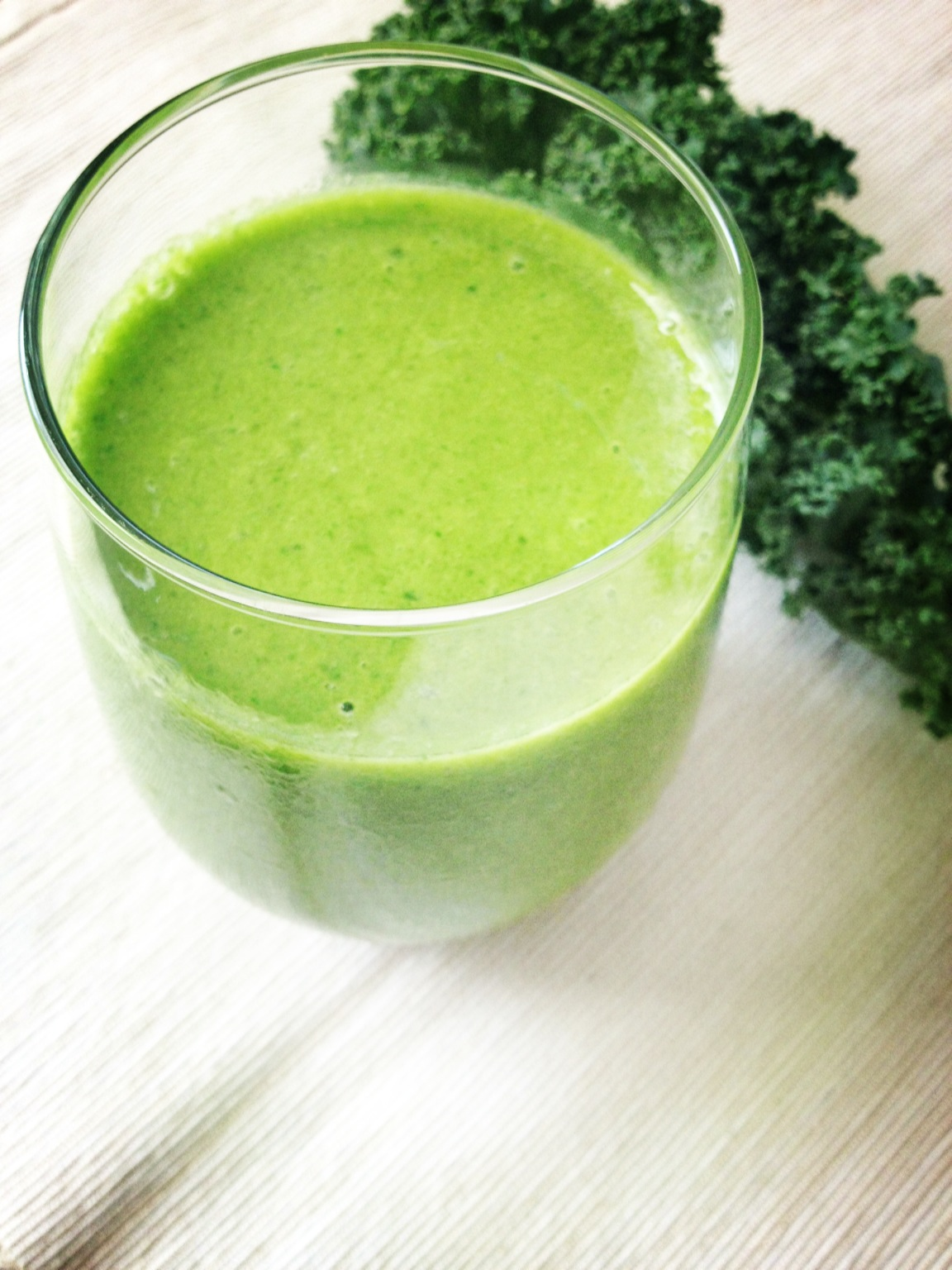 Craves and $aves: Kale, Spinach and Honey Mango Smoothie