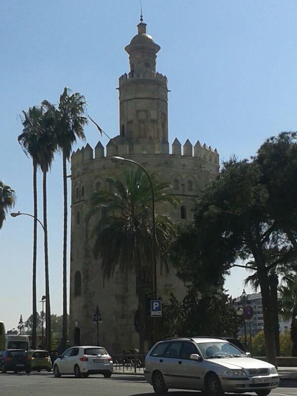 La Torre del Oro alberga el Museo Naval de Sevilla