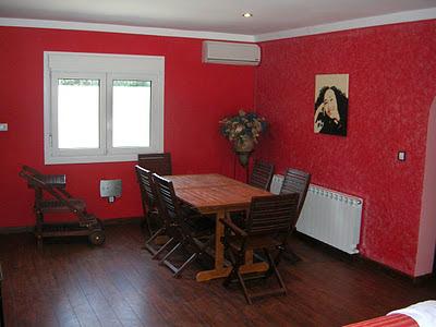 Decoraciones y modernidades preciosos comedores en color rojo for Pintar murales en paredes exteriores