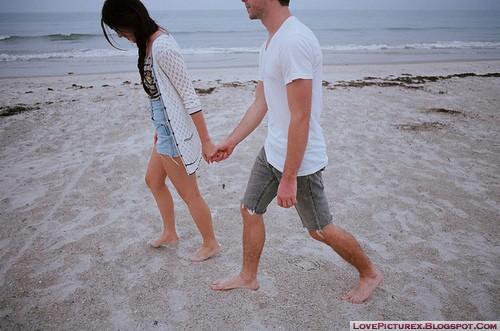 cute-couple-hug-holding-hands-love