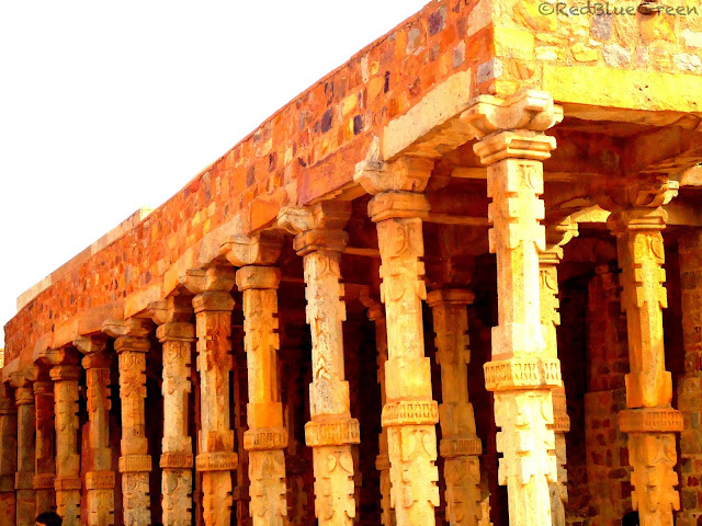 photo of illusion pillar room at qutub minar
