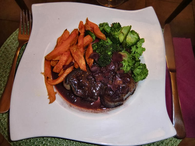 Healthy french fries with a sirloin steak and broccoli