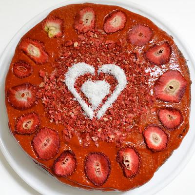 Tarta de chía, cacao y frutos rojos