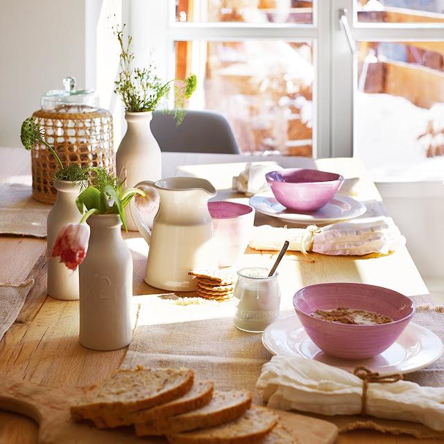 poner la mesa para el desayuno