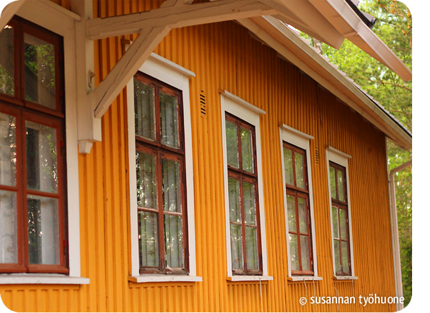 Vanhojen ikkunapokien maalaus