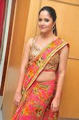 anasuya sizzling saree stills-thumbnail-1