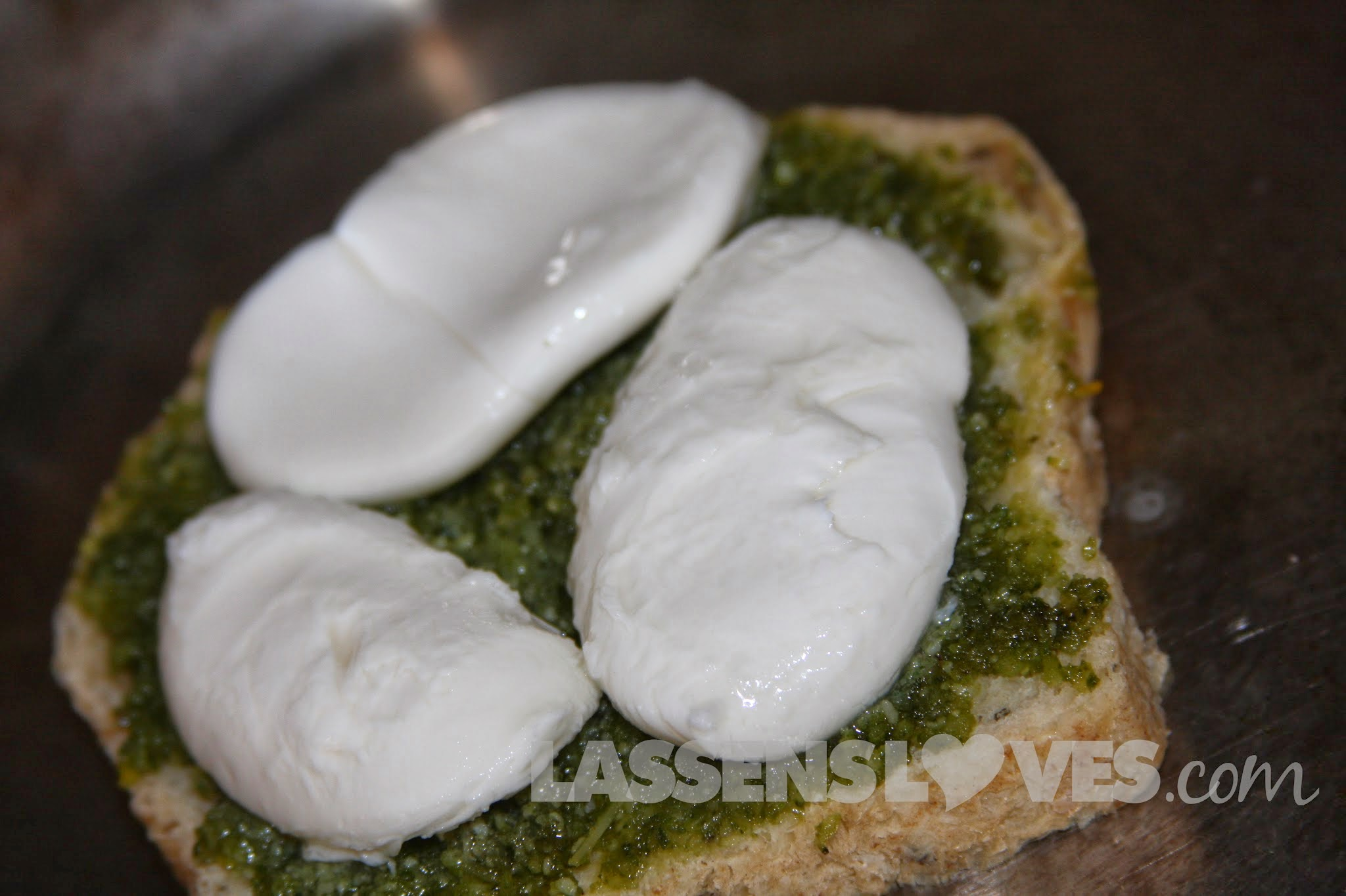 pesto+caprese+sandwich, caprese+sandwich, caprese+panini, pesto+panini