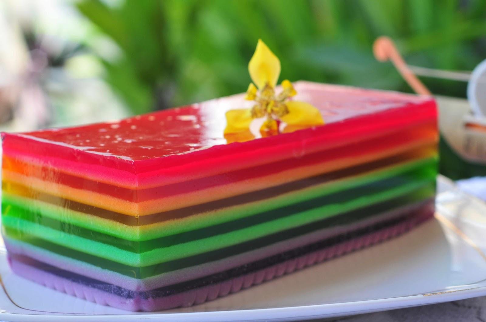 berupa hadiah kasih sayang, salah satunya ialah puding rainbow