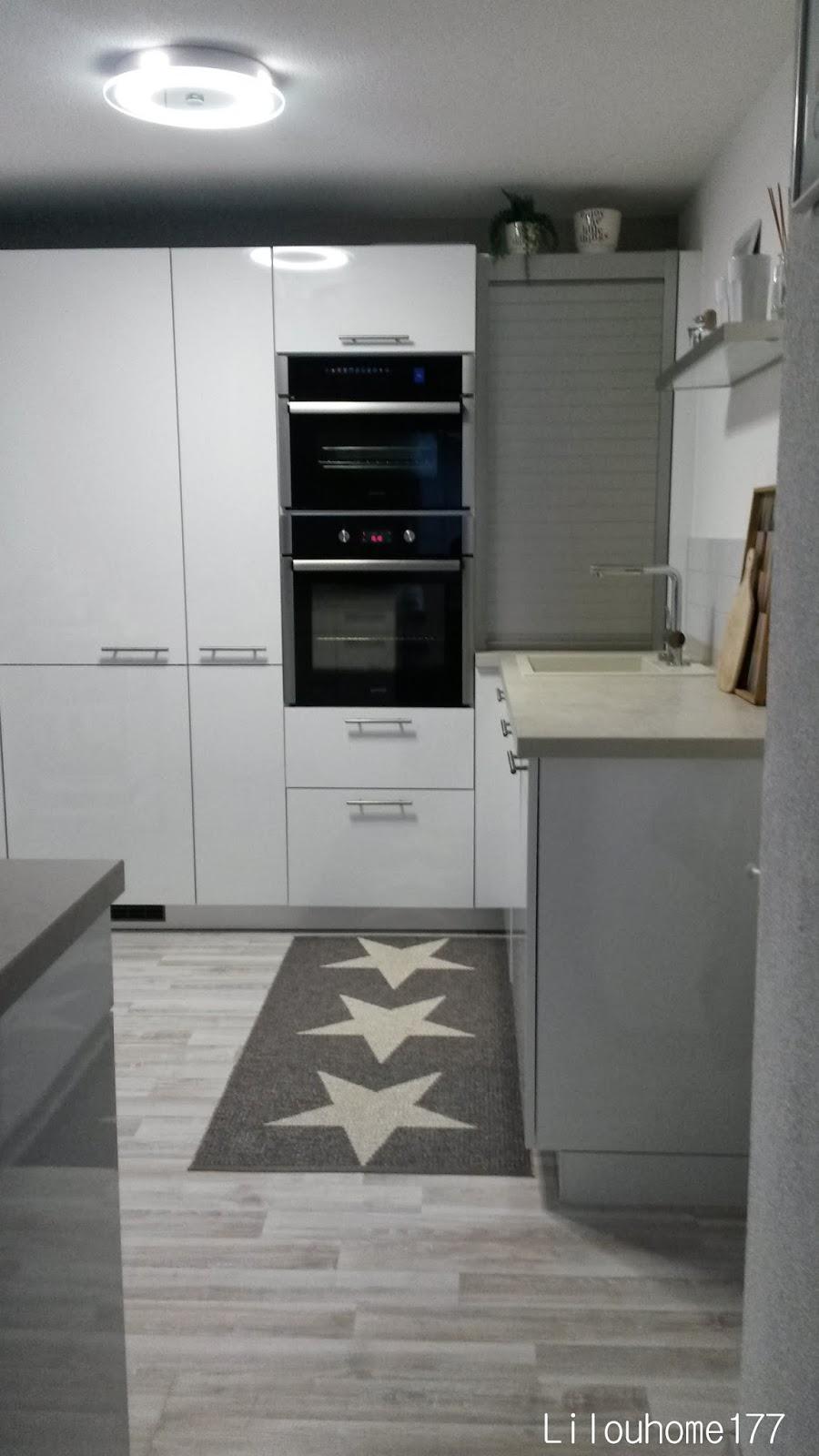 Déco : tapis étoilé gris ou blanc ?