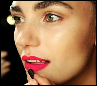 Gloss, rouge à lèvres, crayon...sublimons notre bouche ! - Page 4 Matte-Lipstick-Application-Tips-For-Lips-Not-Looks-Dry