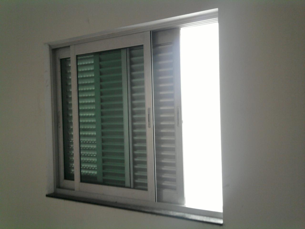 #667457 Vidros: Janela de correr veneziana com 04 folhas sendo 02 de vidro  532 Janelas Em Aluminio E Vidro