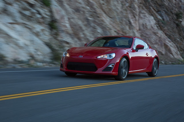 Front 3/4 view of 2016 Scion FR-S