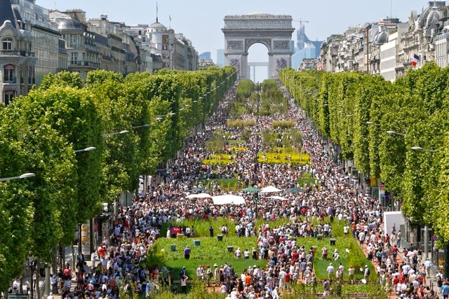 Champs elysees beautiful place to visit in paris tourist destinations - H m les champs elysees ...