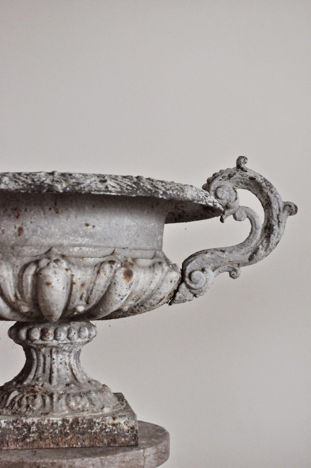 La m re d 39 une parisienne vide son grenier vasque m dicis for Vasque ancienne en porcelaine