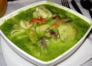 Sopa de Menestrón en plato cuadrado