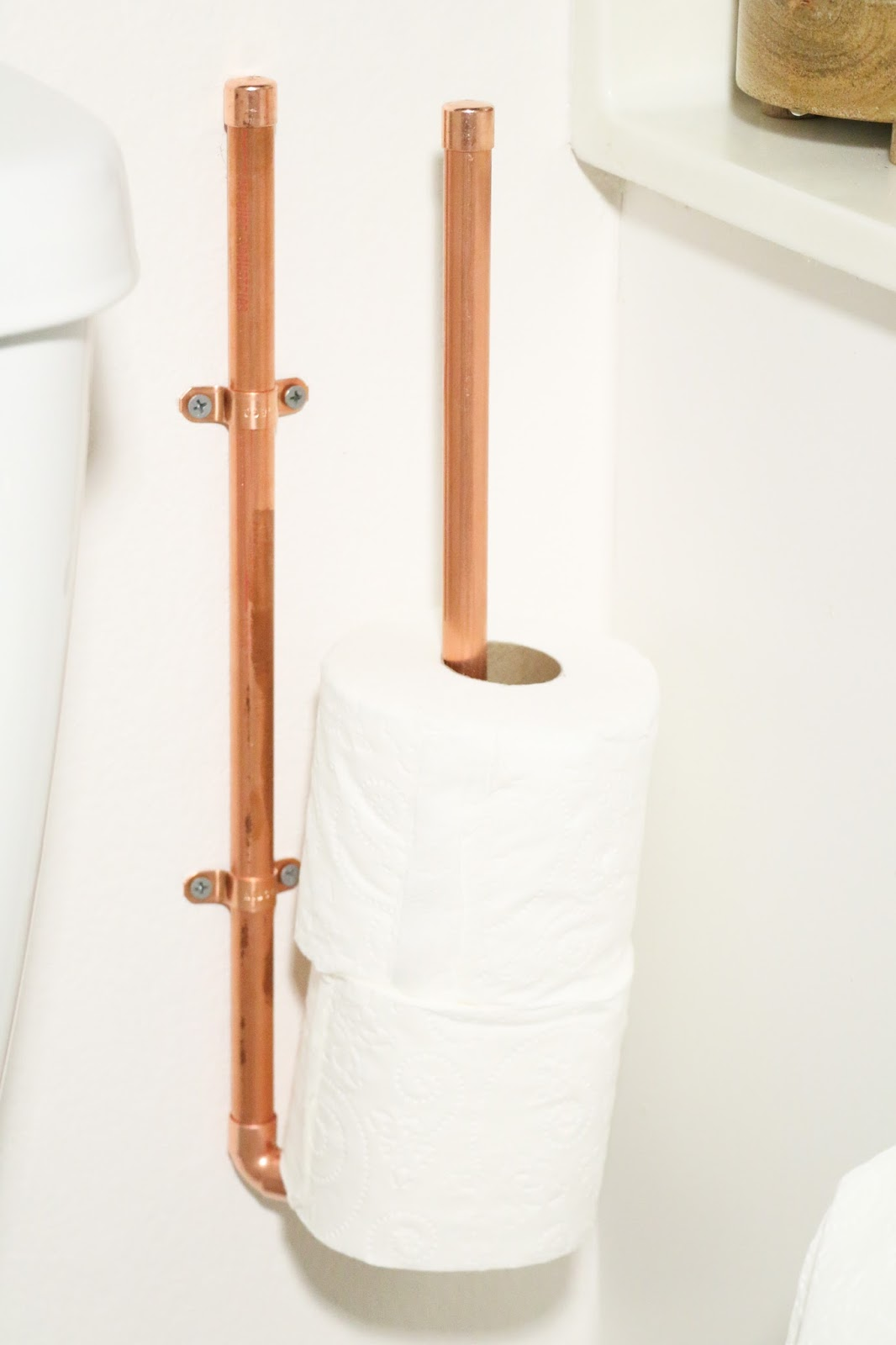 diy it copper toilet paper holders a kailo chic life. Black Bedroom Furniture Sets. Home Design Ideas
