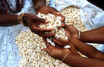 Na Umbanda a pipoca é usada nas oferendas para os Orixás Obaluayê,