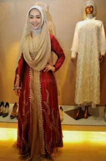 Foto Gaun Pengantin Muslim Oki Setiana Dewi Trend 2014