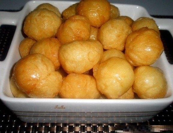Дрожжевые пончики в лимонном сиропе