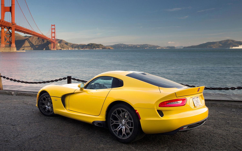 cars model 2013 2014 chevrolet corvette vs srt viper vs. Black Bedroom Furniture Sets. Home Design Ideas
