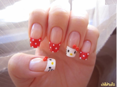 Uñas con Hello Kitty