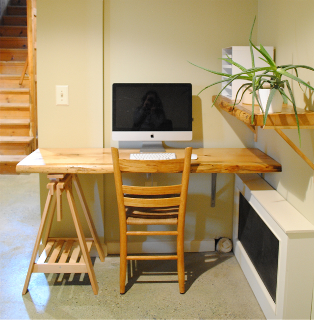 Bon Our DIY Wood Plank Desk