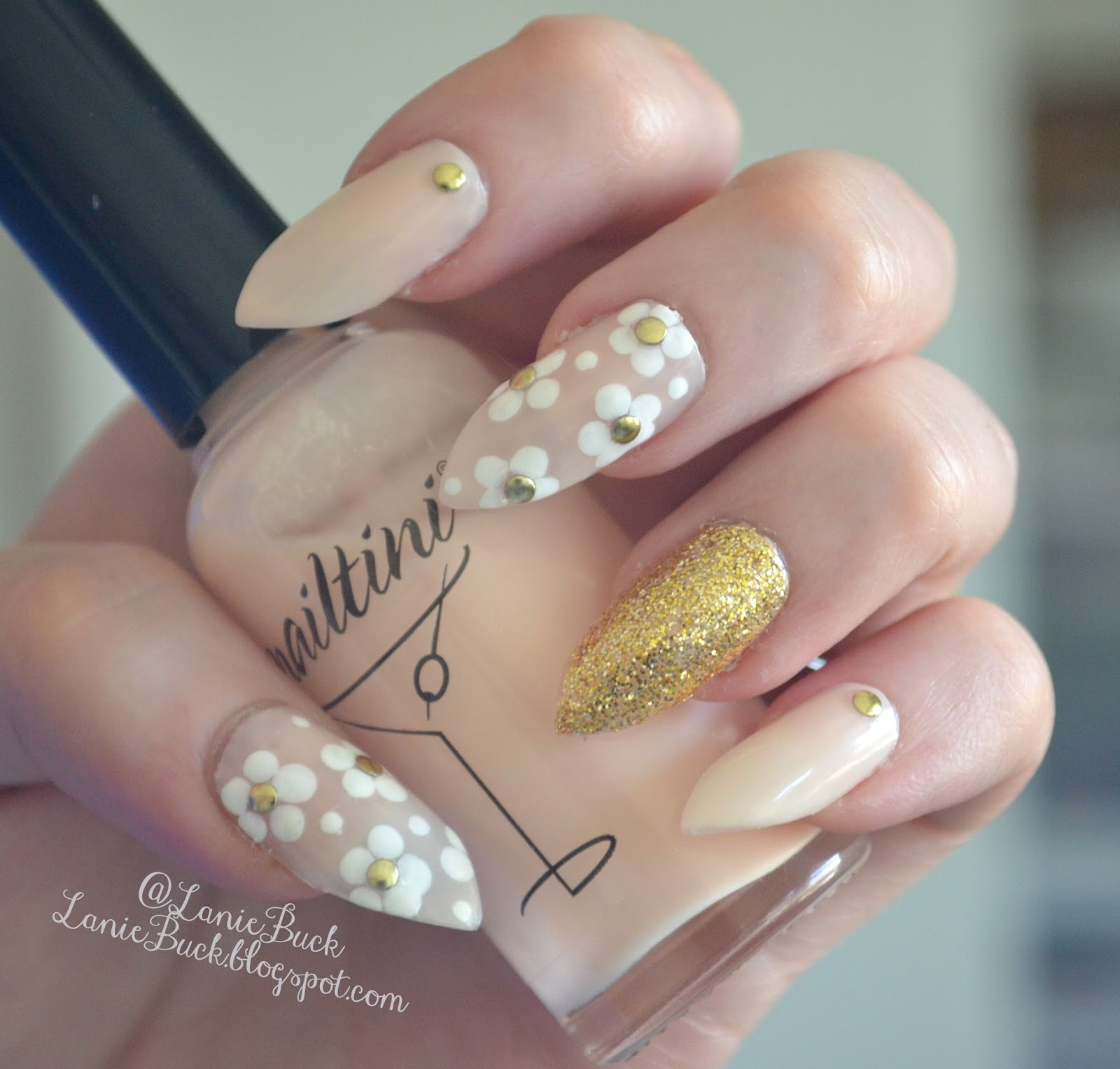 Inspired by Nails- Elleandish\'s Marc Jacobs Daisy Nails
