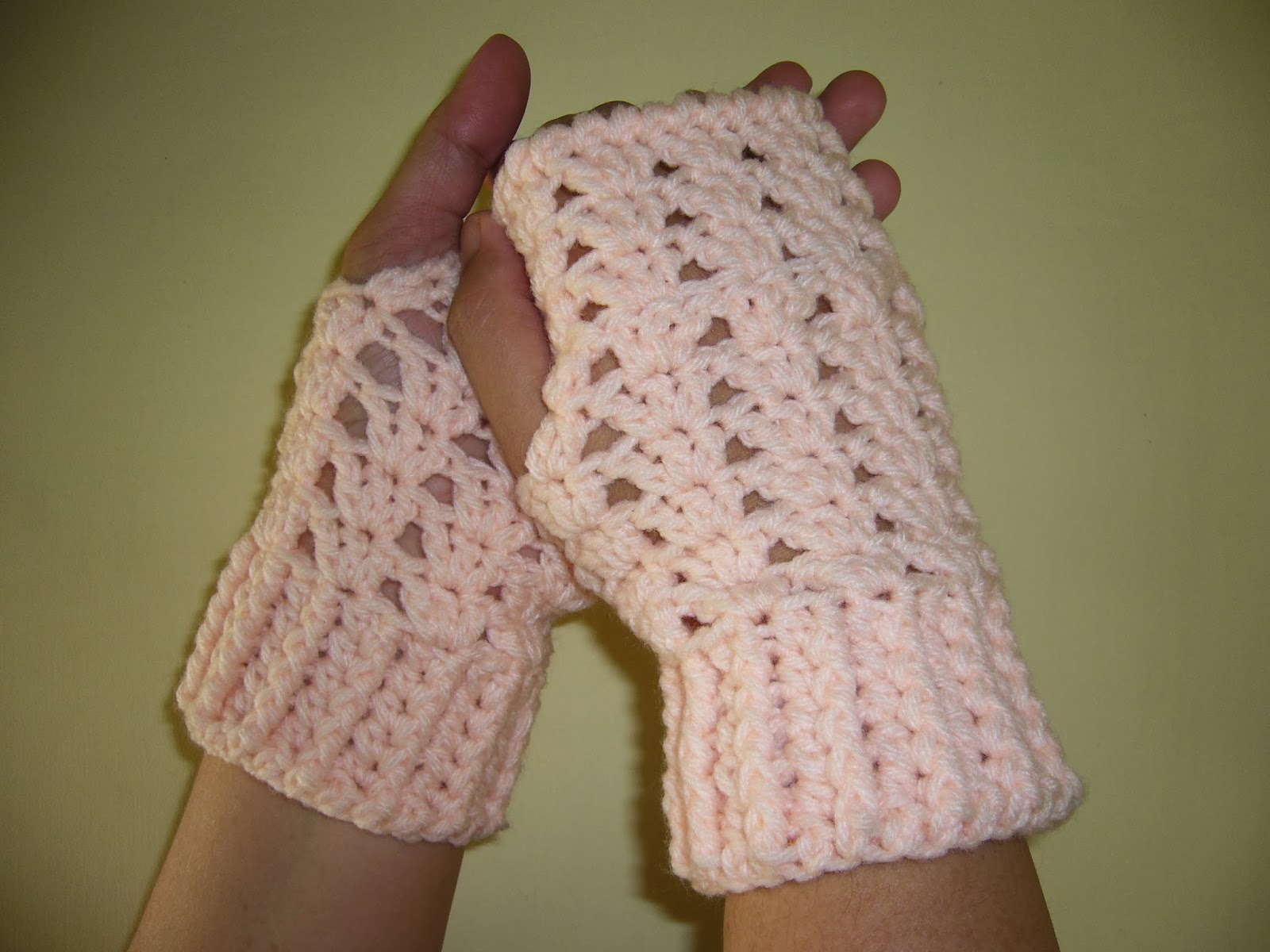 crochet shells fingerless gloves
