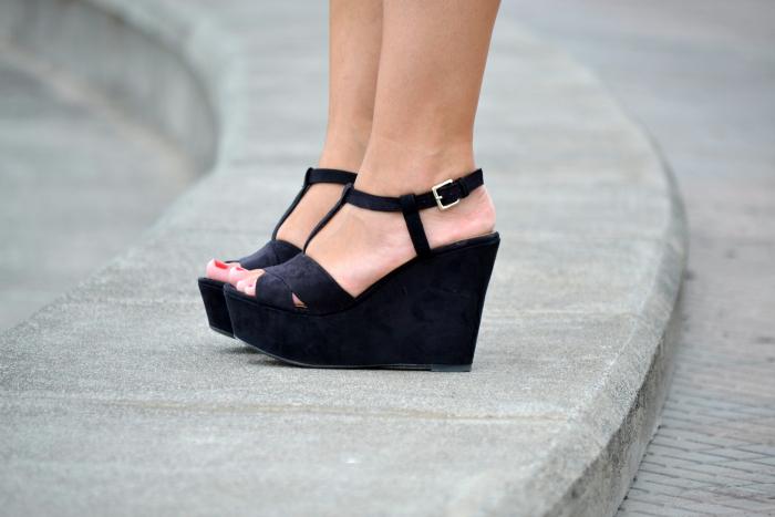 Look_outfit_color_rosa_bolso_satchel_misako_cuñas_negras_Zara_rayban_nudelolablog_04
