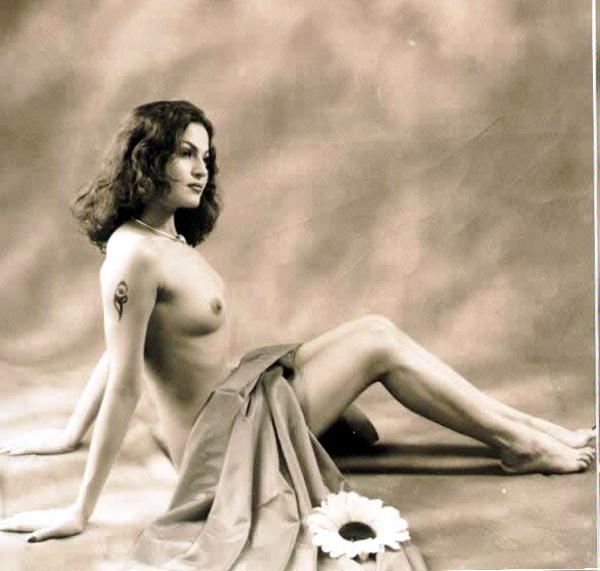 Nude Veena Malik Photos - Nude Bollywood