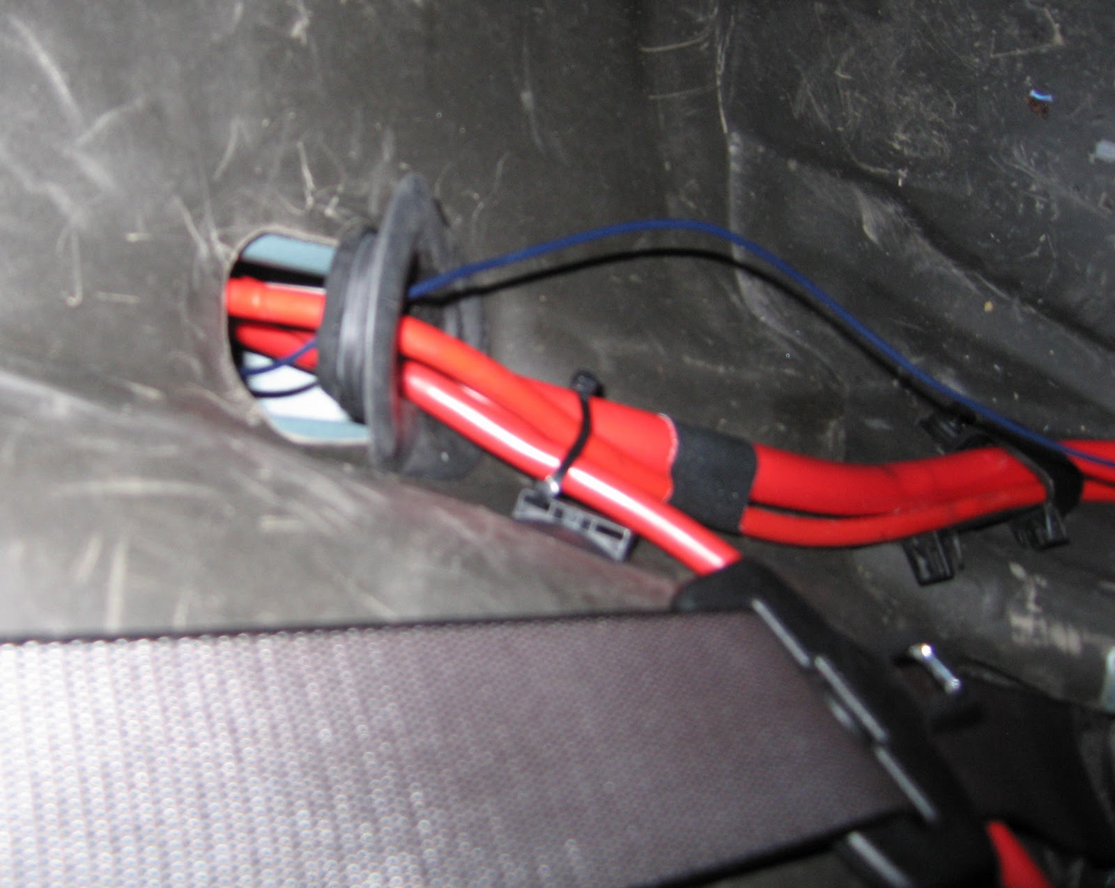 bmw_530d_e39_amp_remote_switch1 beemer lab [e39] audio wiring amp subs into standard head unit