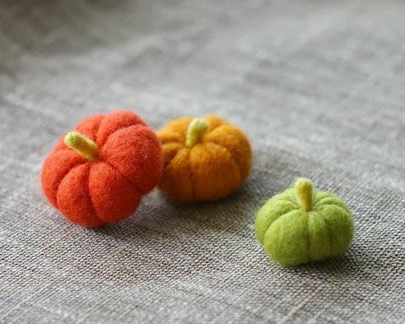 Felted Mini Pumpkins - 8 Great Fall Felt Crafts! www.twenty8divine.com