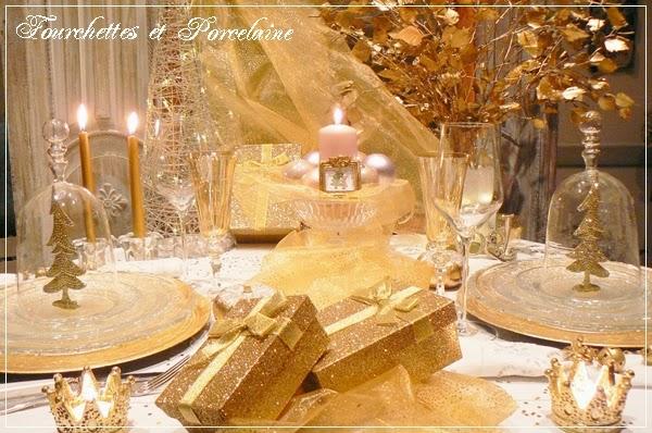 Fourchettes et porcelaine table un no l en or for Set de table dore
